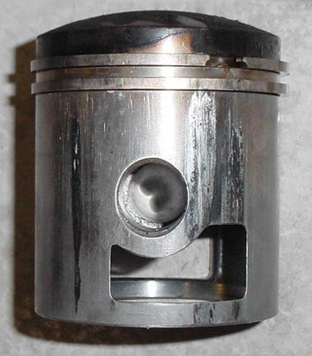 Scored piston using wrong ultralight-aircraft engine oil